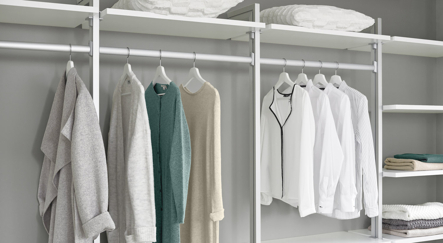 Wardrobe rail - On the floor to wall post of the CLOS-IT shelving system