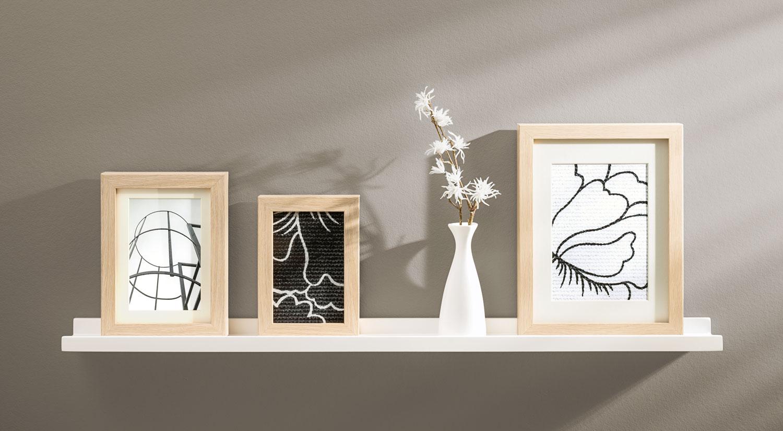 Wandregal weiß - Bilderleiste BORDER im Wohnzimmer